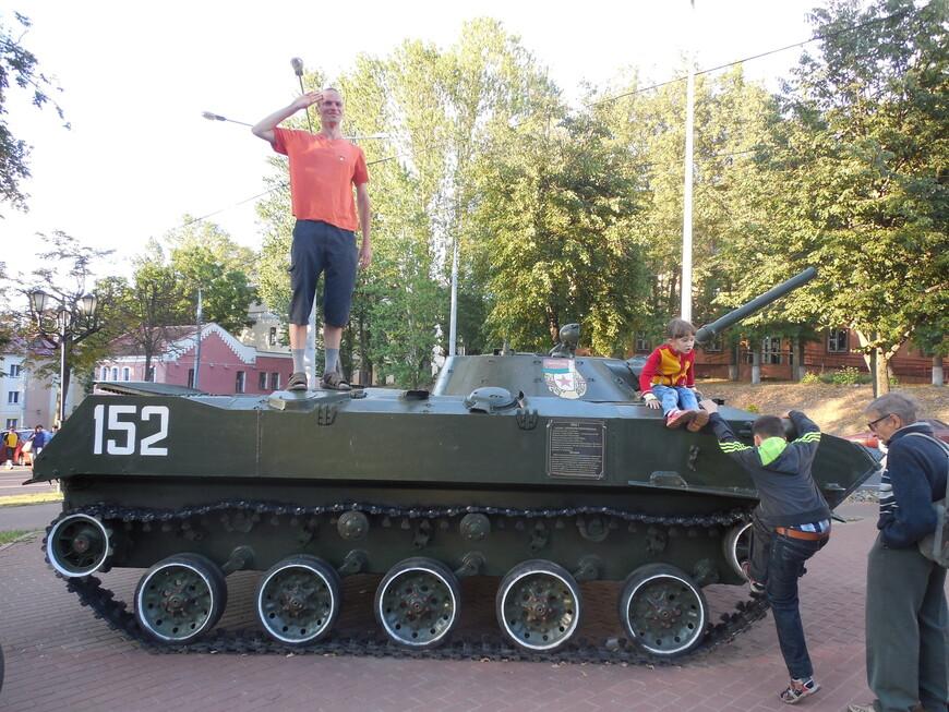 Парк Победителей: советская боевая гусеничная плавающая машина БМД-1