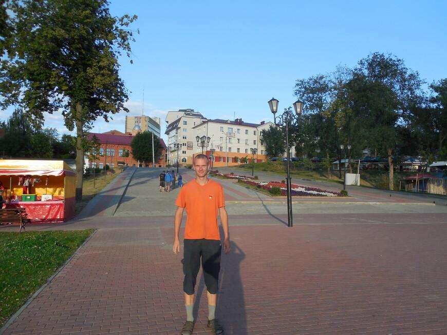 Парк Победителей - аллея, ведущая к набережной
