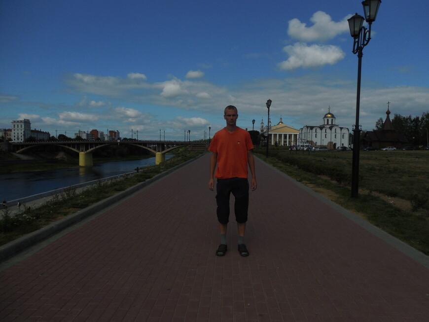 Западная Двина, Кировский мост, набережная Западной Двины, площадь 1000-летия Витебска и театр имени Якуба Коласа