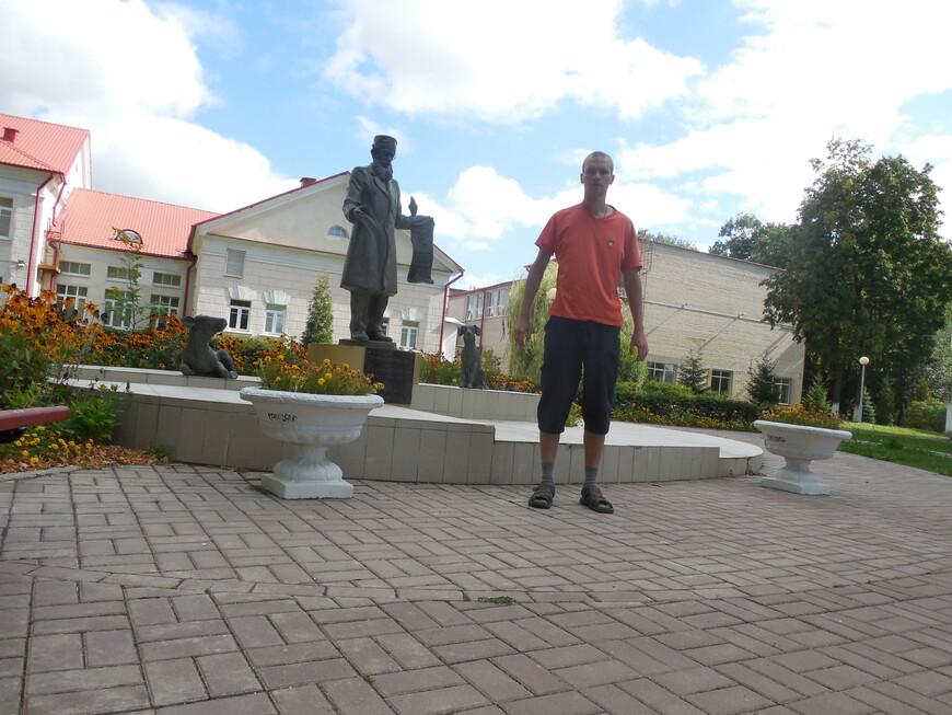 Памятник ветеринарному врачу (скульптура доктора Айболита)
