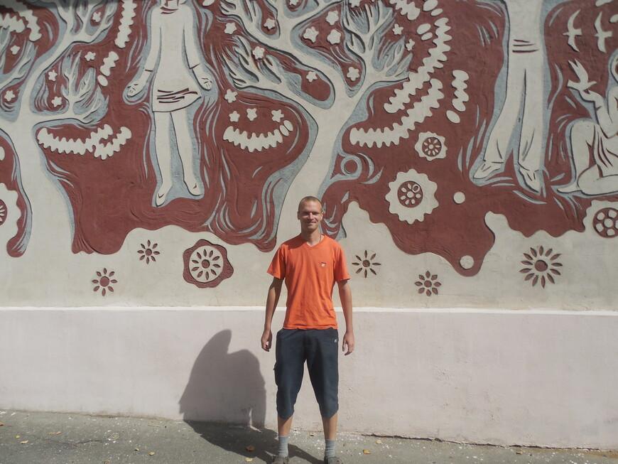 Панно на стене здания