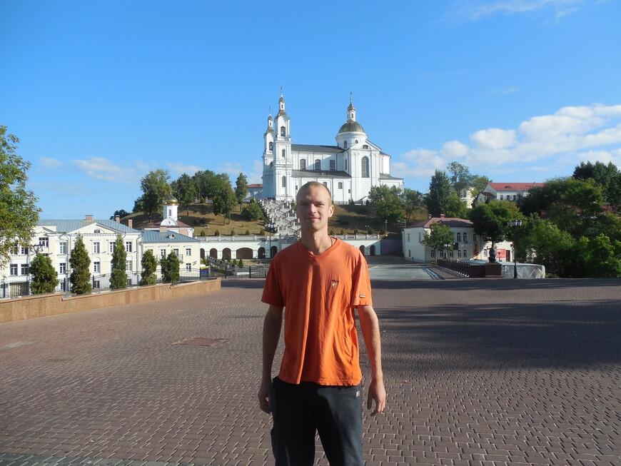 Свято-Успенский кафедральный собор и Пушкинский мост - вид с пешеходной улицы Пушкина
