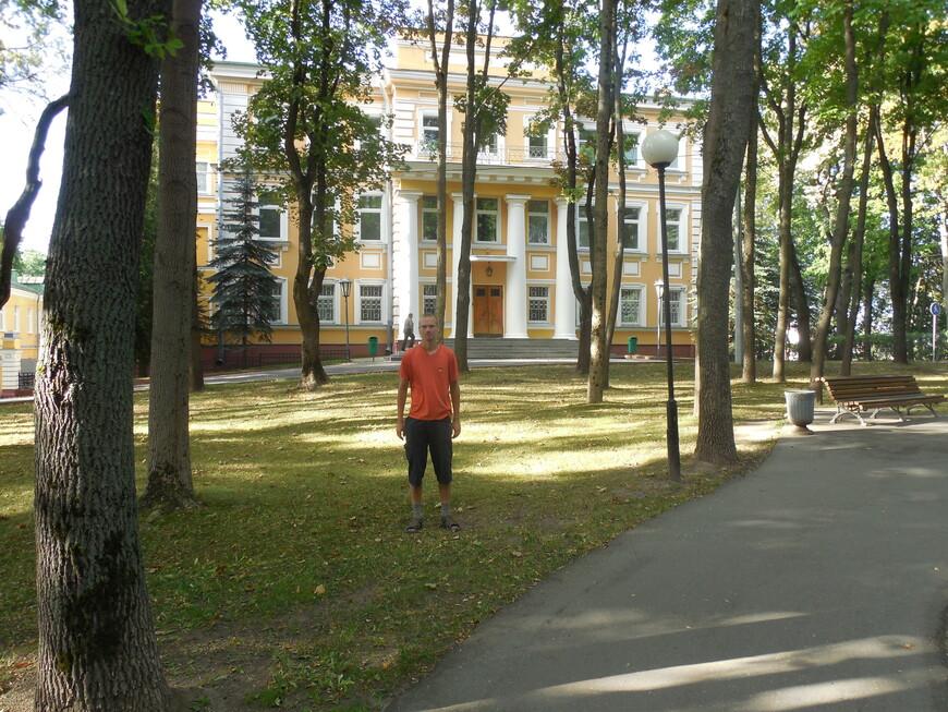 Губернаторский дворец и сквер Героев войны 1812 года