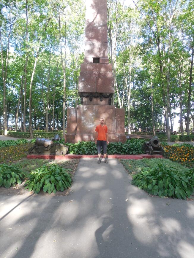 Сквер Героев войны 1812 года: памятник героям Отечественной войны 1812 года