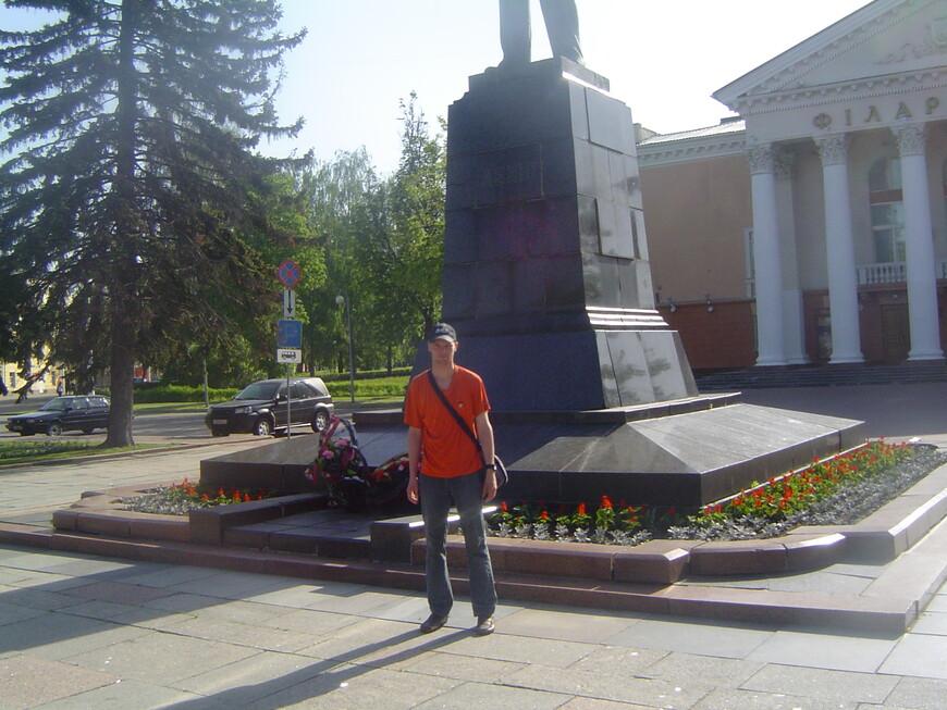 Площадь Ленина: памятник Ленину и Витебская областная филармония