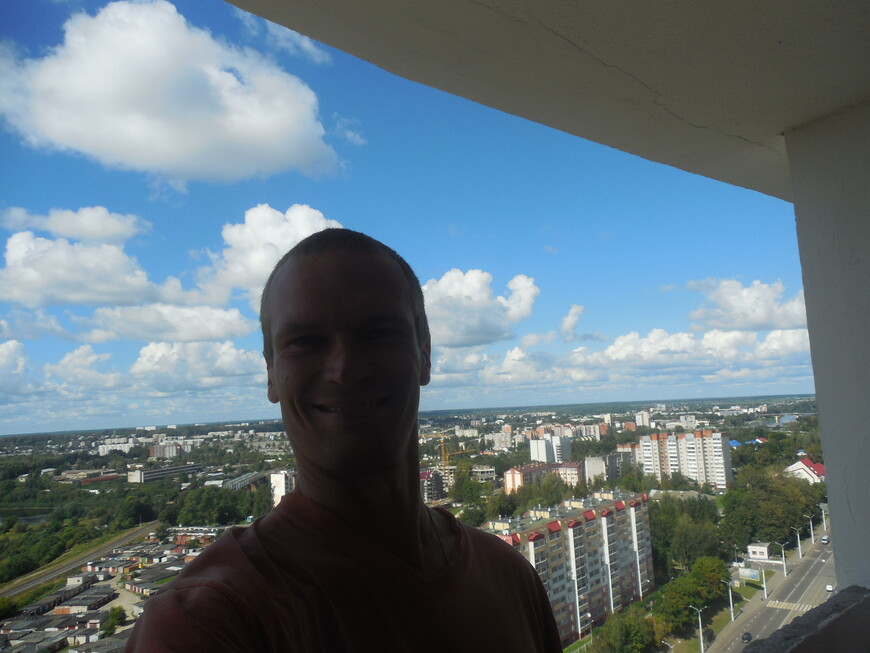 Высотка в Витебске на углу улицы Воинов-Интернационалистов и проспекта Черняховского - вид с 22-го этажа