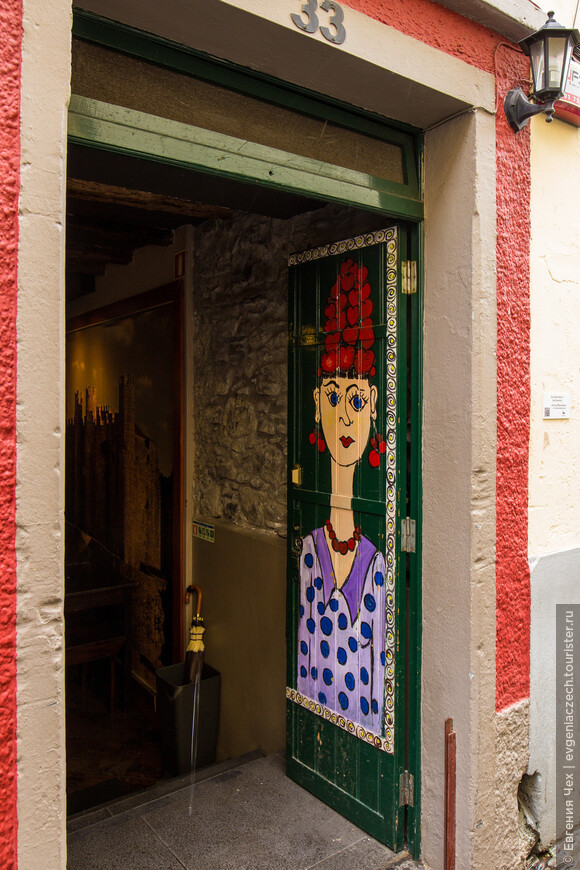 Входная дверь в ресторан