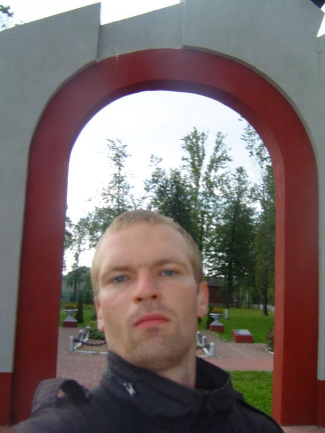 Арка и парк Трёх Героев