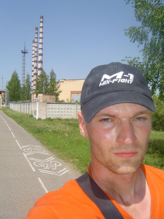 Трубы Лукомльской ГРЭС, велосипедная и беговая дорожки