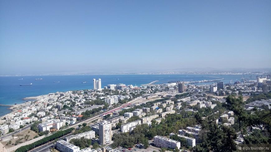 Хайфа с площадки возле канатной дороги.  Очень красивый город, отличается от других Израильских. У него какая-то европейская атмосфера что-ли.