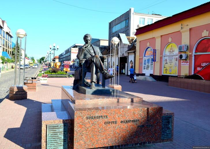 Памятник Сергею Бондарчуку, улица Победы, Ейск © Магдалина happiness