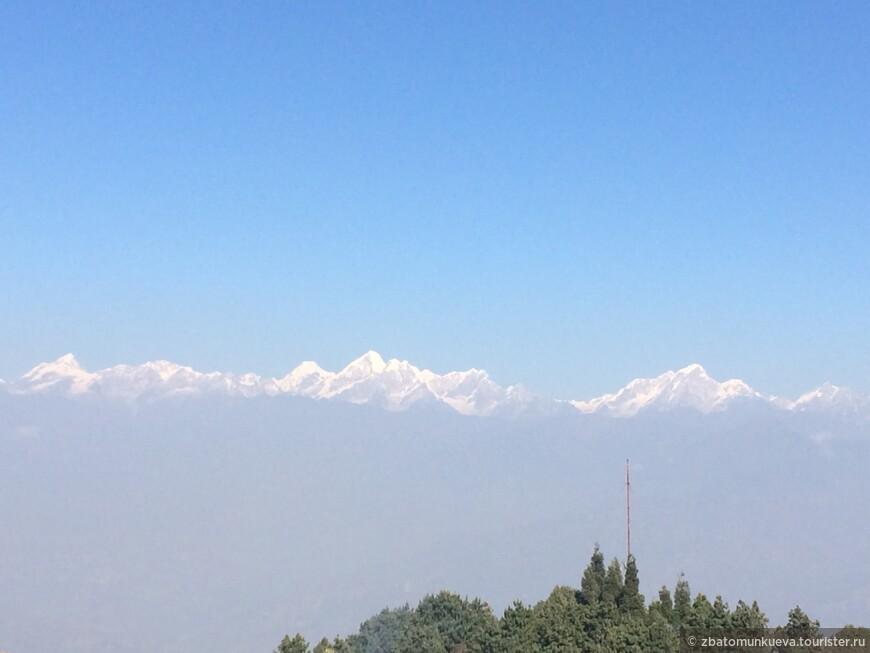 Нагаркот - ещё одна местность в часе езды от Катманду, откуда открывается вид на другие вершины Гималайских гор, в том числе и на Эверест.