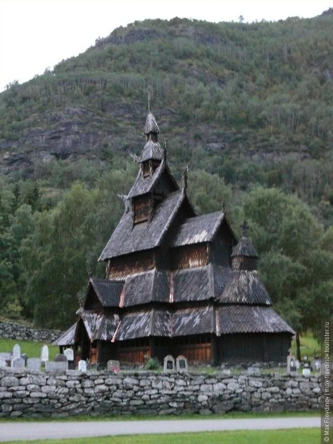 Церковь в Фантофте -  каркасная церковь XII века (1170 г.) в коммуне Берген в Хурдаланне.