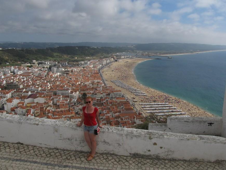 Несмотря на то,что купаться в водах Португалии, если ты не пингвин, не реально, людей на песчаной косе очень много, модно арендовать палатки с лёгкими занавесками и деревянным полом,.