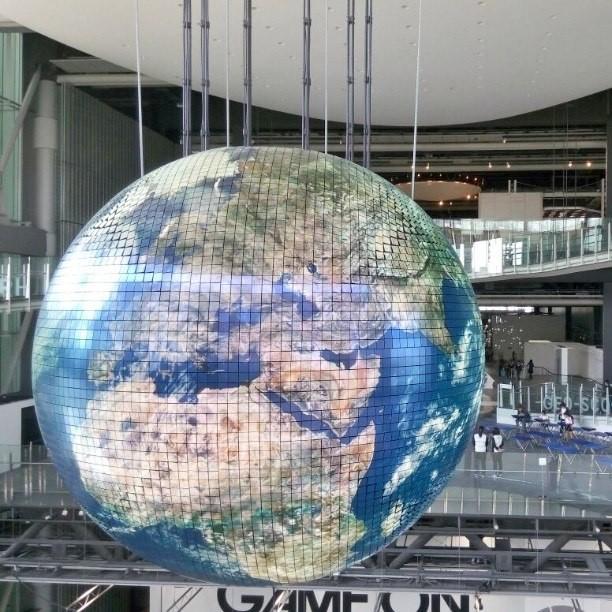 Музей Мирайкан,проекция Земли.