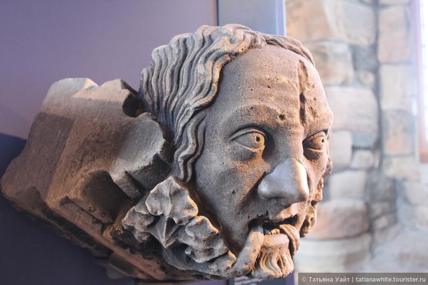 """""""Зеленый человечек"""" пришедший из язычества в христианство сохранил свою растительность, но видоизменилась суть. Выражение лица этого персонажа напугана чем-то. Хочется подойти, успокоить...!"""