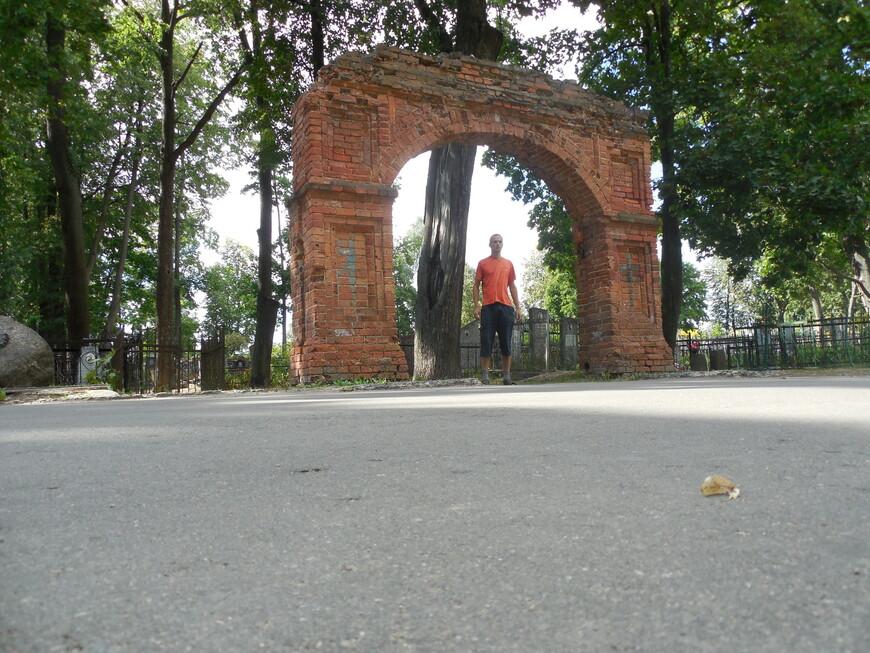 Лесопарк «Юрьева горка»: Старосемёновское кладбище