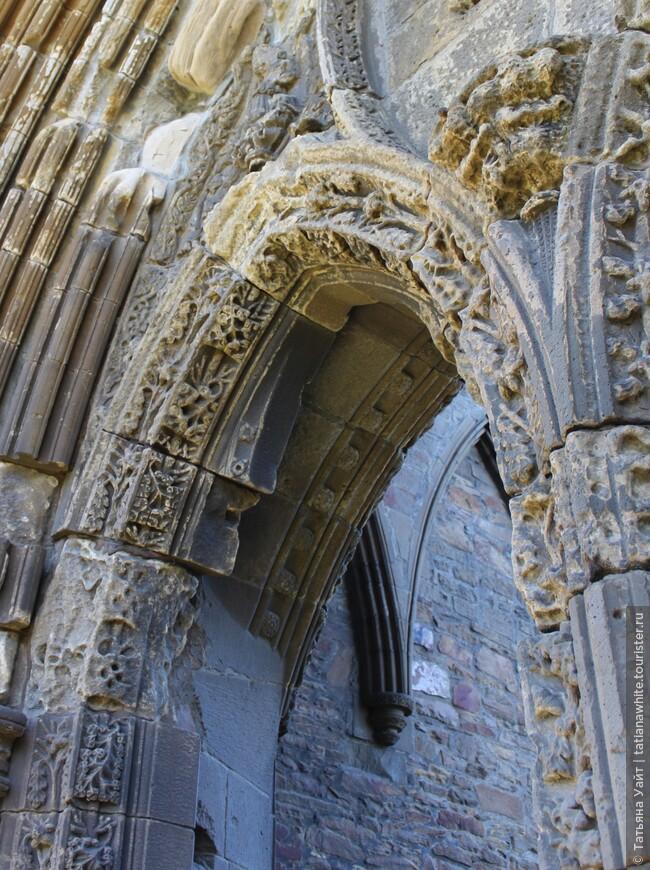 Даже время не сумело размыть память и талант каменщиков 13 века!