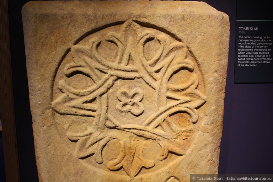 Орнамент на надгробной плите.