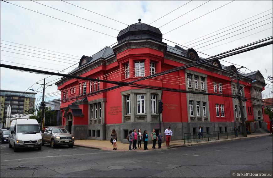 Особняки первых немецких поселенцев. Сейчас в этом особняке разместился городской музей.