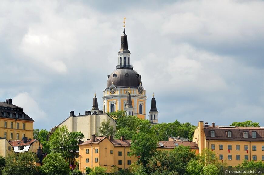 Где-то в Сёдермальме из-за невысоких домиков виден купол церкви...