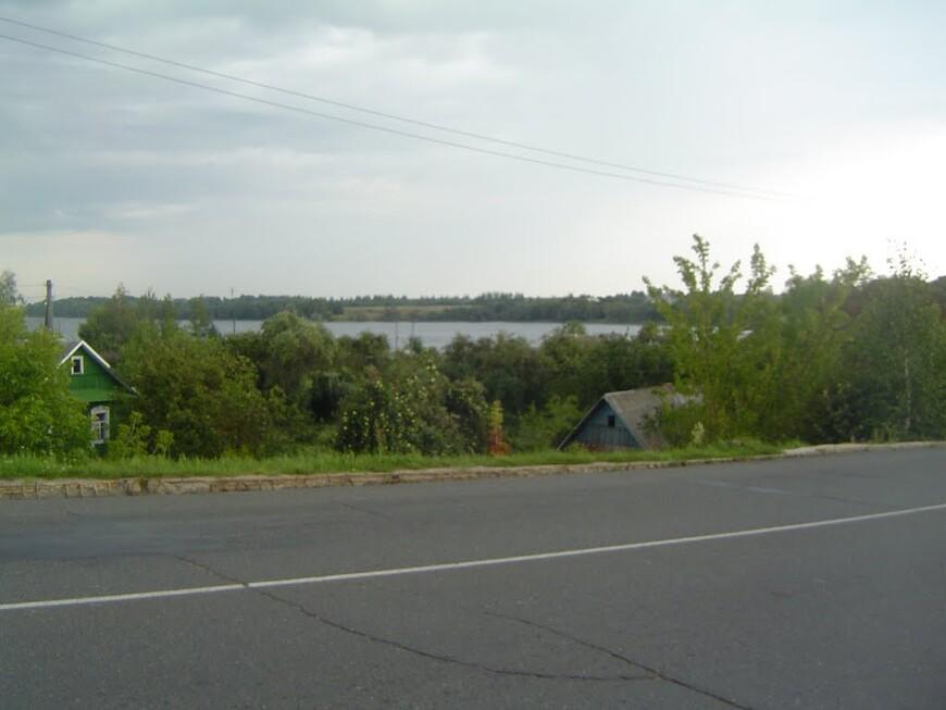 Октябрьская улица - вид на Сенненское озеро