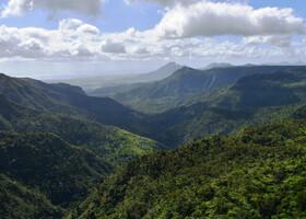 Единственный способ познать мир — увидеть его собственными глазами. Маврикий.