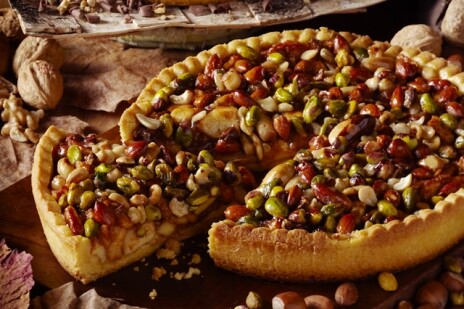 Пирог яблочный с орешками
