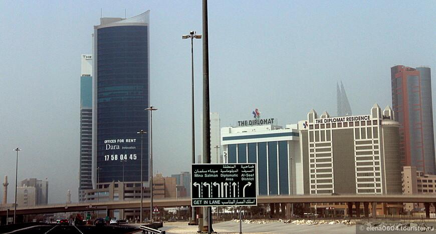 Аль Фатих - прибрежное шоссе в Манаме, столице Бахрейна. Оно берет начало в дипломатической части города и проходит через два района Манамы. Вдоль шоссе Аль Фатих располагаются гостиницы и многие достопримечательности Манамы, в том числе Королевский Бахрейнский дворец, Национальный музей Бахрейна и, конечно, мечеть Аль Фатих - крупнейшая мечеть Бахрейна, вмещающая до 700 верующих (была построена в 1987 году). Шоссе, как и мечеть Аль Фатих, названо в честь шейха Ахмада аль-Фатиха, завоевателя Бахрейна.