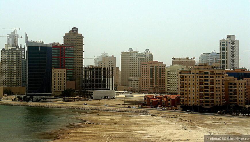 Джаффэйр (Al Juffair)- это один из активно развивающихся районов Манамы. Изначально это была деревня, присоединившаяся к городу в результате его расширения. В основном, территория района - это результат масштабных насыпных работ, за счет которых территория страны была увеличена на 2 километра на востоке. В Джаффэйре располагается известнейшая мечеть Аль Фатих, Культурный центр и Национальная библиотека Шейха Исы, а также множество государственных и военных учреждений, в том числе военно-морская база США. Кроме того, здесь хорошо развита туристическая инфраструктура.