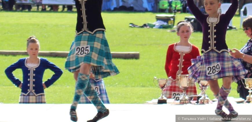 Комбинации шагов в танце девчушок тоже оцениваются строго.