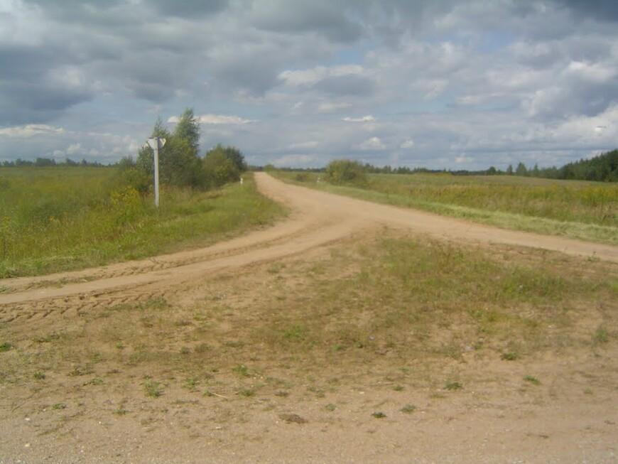 Слияние дороги на Барсуки с дорогой H8671 «Яновщина - Белые Борки - Малый Каменец»