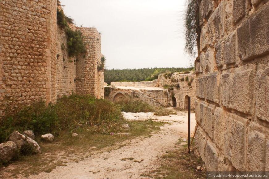 Несмотря на мощные укрепления и выгодное положение, в 1188 году крепость крестоносцев пала под натиском сил Салах ад-Дина, именем которого она теперь названа.