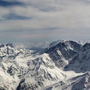 На вертолете над Эльбрусом
