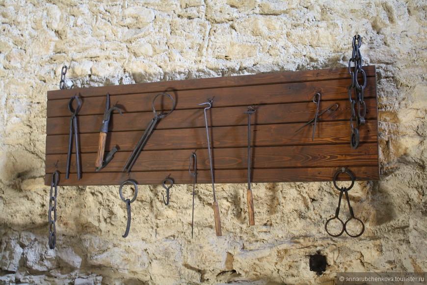 Инструменты пыток, хотя я не уверена, что подлинные