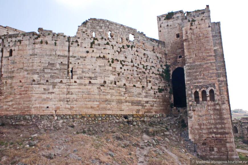 История крепости берёт начало с конца 11 века. Первые упоминания о крепости находятся в мусульманских хрониках, в которых она называется «Крепость Курдов». С 1031 года по приказу эмира Алеппо здесь находился курдский гарнизон. Во времена Первого крестового похода в 1099 году крестоносцы под командованием Раймона Сен-Жильского захватили крепость, однако вскоре оставили захваченный объект, продолжив свой марш на Иерусалим.