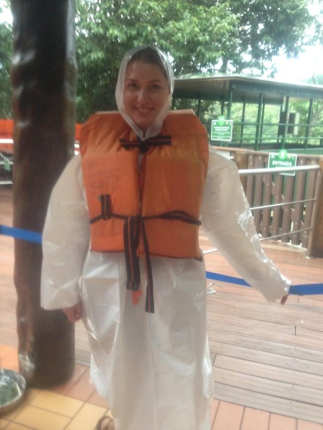 Макуко-тур (это когда на специальной лодке подплываешь очень близко к бурлящей стене водопадов)