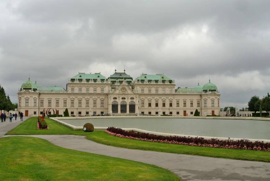 Одним из главных украшений Вены, является роскошный дворцовый ансамбль Бельведер и прилегающий к нему парк, где раньше была летняя резиденция принца Евгения Савойского.