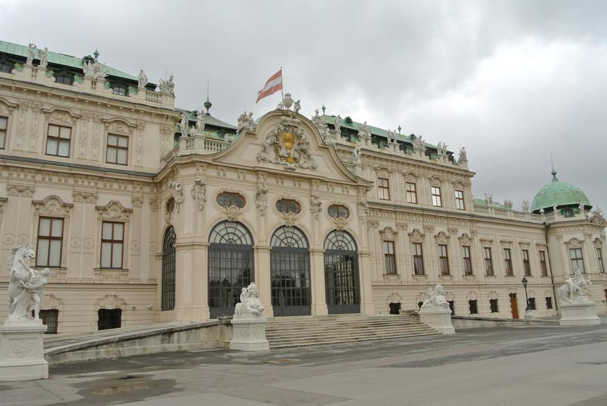 В Верхнем Бельведере располагается крупнейшее в мире собрание работ Густава Климта, в которое входят знаменитые «Поцелуй» и «Юдифь». Также в музее представлены шедевры Шиле и Кокошки, и произведения многих других знаменитых мастеров.