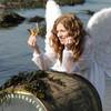 Костюмированные представления на Фестивале - не диковинка. Бывает, и ангелы залетают за своей долей!;)