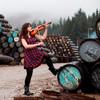 На Фестивале Виски артисты выступают в самых неожиданных местах