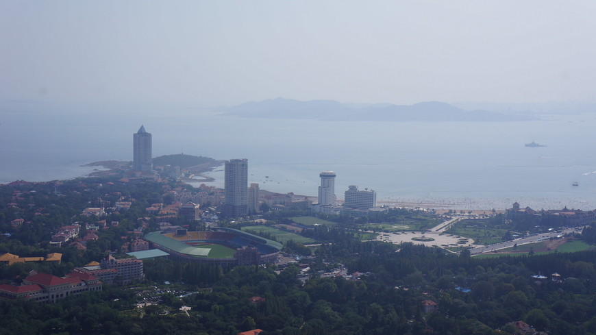 Правее от стадиона  видна круглая площадь.Называется она Олимпийской.Вид с телебашни.