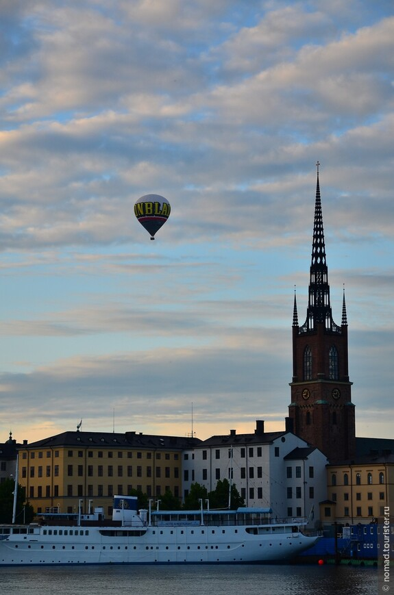 Так как у меня не было денег, чтобы полетать над городом на воздушном шаре, я вернулся на свой хостел-кораблик....