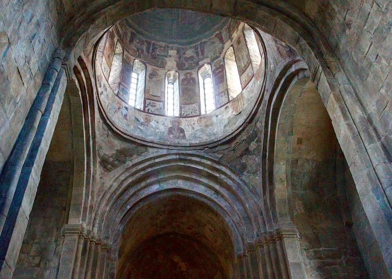 Фрески 16-17 веков. В настоящее время законсервированы, что препятствует дальнейшему разрушению