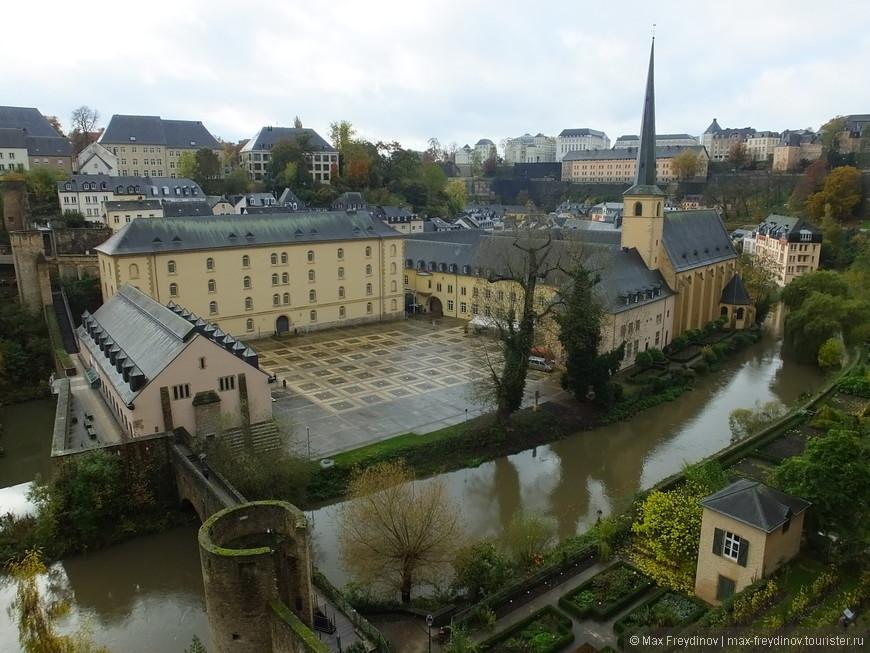 Аббатство Ноймюнстер, построено монахами ордена святого Бенедикта в далеком 1606 году.