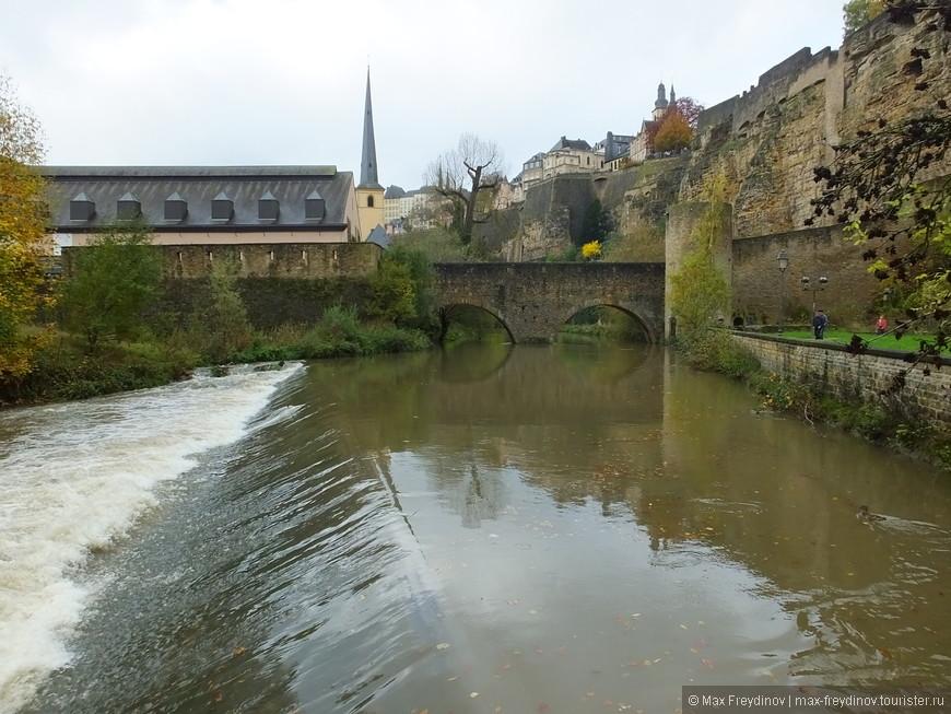 река Альзет, старый крепостной мост, перекрывавший когда-то реку кованными решетками
