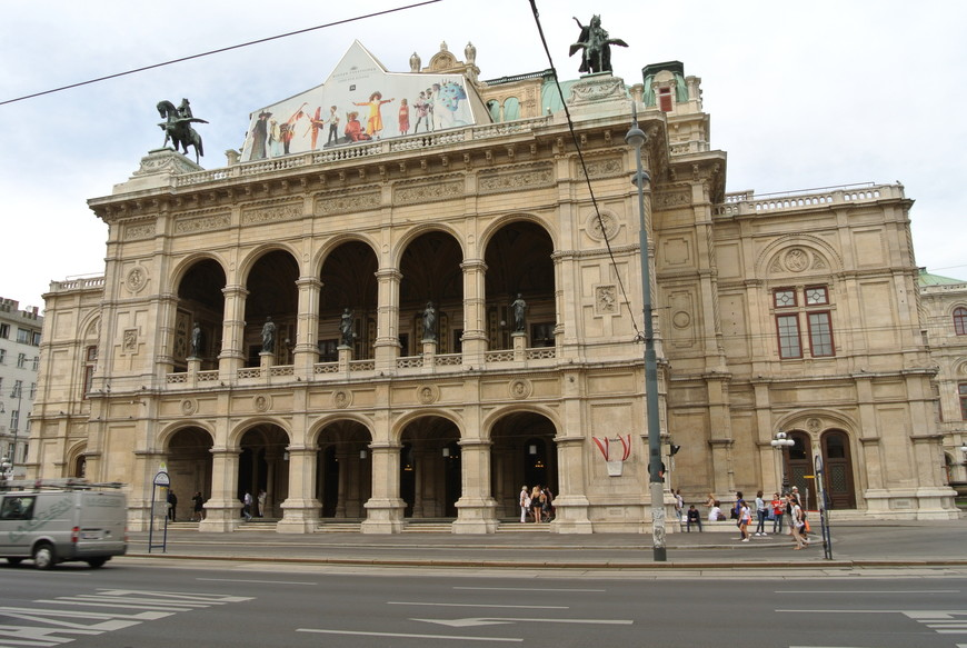 Венская Государственная опера – символ музыкальной Вены, крупнейший оперный театр Австрии и одна из ведущих опер в Европе.