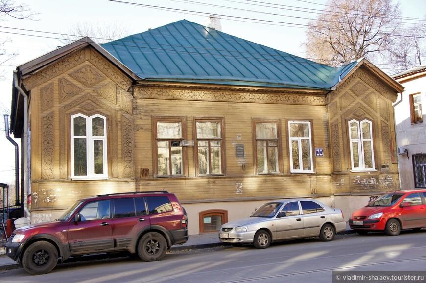 Деревянный дом на Большой Печёрской улице. Памятник архитектуры.