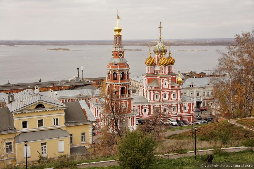 Рождественская (Строгановская) церковь. Возведена на средства купца Г. Строганова, являлась домовой церковью в городской усадьбе.