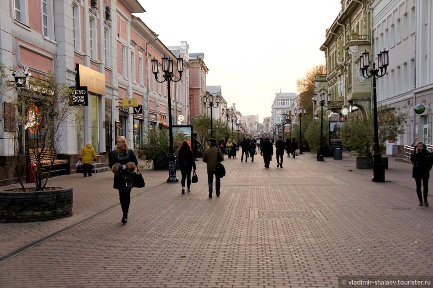 Большая Покровская улица. Исторически, Покровка была одной из первых улиц города. Сегодня улица одна из респектабельных в городе, где исторические здания являются ее украшением.